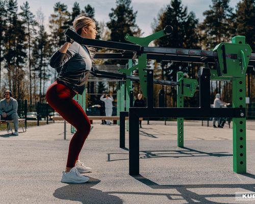 Kübler Sport ROADSHOW macht Stop am OeFit mit den OMNIGYM Outdoor-Fitness-Geräten